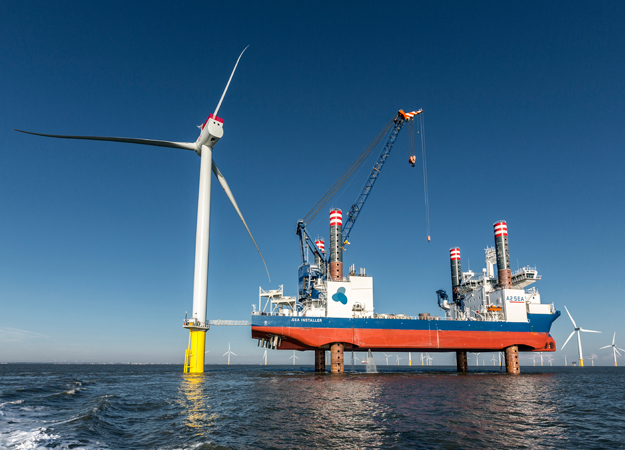 A2Sea-Sea-Installer-erects-Siemens-6MW-turbine-at-Gunfleet-credit-Siemens